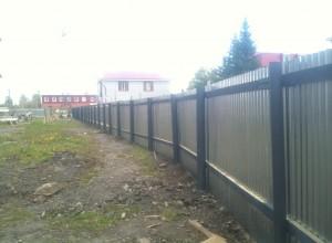 Забор по периметру территории