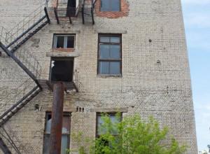 Вид с торца здания